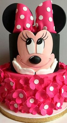 Perfect for a first birthday theme, a Minnie Mouse party is sure to be a hit with your little Disney fan. From cake to decorations, we have tons of adorable Minnie Mouse party ideas that you can easily incorporate into your event. Have a look! Minnie Mouse Party, Torta Minnie Mouse, Bolo Do Mickey Mouse, Bolo Minnie, Mickey Cakes, Mickey Party, Minnie Mouse Cake Design, Minnie Mouse Cupcake Cake, Mini Mouse Cupcakes