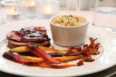 HJORTESTEK MED PORTVINSAUS OG BACONPOTETMOS | TRINES MATBLOGG Norwegian Cuisine, Meat Love, Savory Snacks, Frisk, Dinner Recipes, Food And Drink, Beef, Meat, Salty Snacks