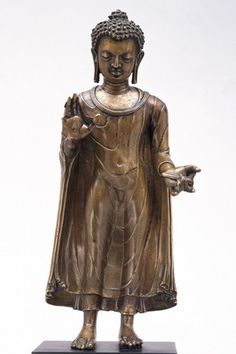 Standing figure of the Buddha Sakyamuni, Eastern India, probably Bihar, late 6th-early 7th century. Copper alloy. London, V&A Museum.