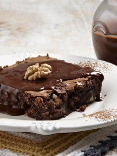 Chocolate pie with walnuts - www. Chocolate Fudge Frosting, Chocolate Pies, Chocolate Chip Cookies, Greek Desserts, Greek Recipes, Desert Recipes, Savory Tart, Chocolate Heaven, Valentines Food