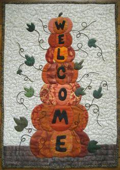 Halloween Quilts, Halloween Quilt Patterns, Halloween Crafts, Fall Patterns, Halloween Pillows, Fall Sewing Projects, Quilting Projects, Quilting Designs, Applique Designs