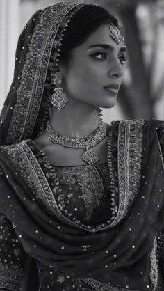Punjabi Bride (either from India or Pakistan) Punjabi Bride, Pakistani Bridal, Indian Bridal, Bride Indian, Punjabi Wedding, Estilo India, Moda Indiana, Desi Wedding, Desi Bride