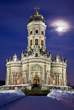【教会 Church】 Church of the Theotokos of the Sign at Dubrovitsy Estate - Moscow, Russia Russian Architecture, Church Architecture, Beautiful Architecture, Beautiful Buildings, Places Around The World, The Places Youll Go, Around The Worlds, Beautiful World, Beautiful Places