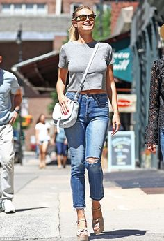 Walking on sunshine! Heidi looked gorgeous last week as she stepped out in a simple cropped t-shirt and jeans