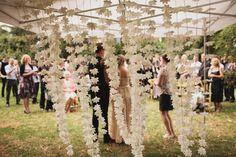 Un rideau de fleurs - en papier ou naturelles, à vous de voir !
