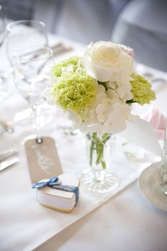 This is a pretty low key flower bouquet which was used as a centerpiece for Millbrook wedding last month.