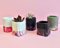 Mini Concrete Planters in Coral and Pink Concrete Pots, Concrete Planters, Wall Planters, Interior Design Plants, Plant Design, Concrete Crafts, Concrete Projects, House Plants Decor, Plant Decor