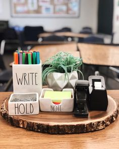 I KNOW I'm not the only one who copied 's desk set up right? This is my favorite thing ever. I even had a 14 year old… Classroom Desk, 3rd Grade Classroom, High School Classroom, Future Classroom, Classroom Themes, Kindergarten Classroom, English Classroom, Teacher Desk Organization, Teacher Desks