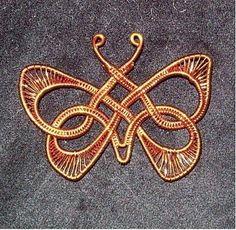 Celtic Wire Butterfly in copper Aethereal Minx Designs Celtic Wire Jewelry, Wire Jewelry Making, Copper Jewelry, Bijoux Wire Wrap, Wire Wrapped Jewelry, Animal Jewelry, Jewelry Art, Jewellery, Bijoux Fil Aluminium
