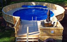 This is amazing above ground pool ideas with decks. Building a deck around your above ground pool changes the look and feel immensely. Find out the best Swimming Pool Decks, Above Ground Swimming Pools, My Pool, In Ground Pools, Pool Fun, Above Ground Pool Landscaping, Backyard Pool Landscaping, Oberirdische Pools, Cool Pools