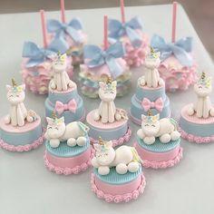 Lindos esse docinho para o tema Unicórnio! Credito: @alineccandido #Festainfantil #CustomCandy #DocesPersonalizado #FestaUnicornio #UnicornParty #Unicornio #Unicor #DocesUnicornio #UnicornCandy #FestaMenina Cookies Rosa, Rose Cookies, Unicorn Cupcakes, Unicorn Cake Topper, Baby Cakes, Cake Decorating Tutorials, Cookie Decorating, Cupcake Party, Cupcake Cakes