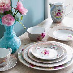 {Chinoiserie} Chinese Rose Khaki Large Plate Set of 2 from @laylagrayce #porcelain #dishware #laylagrayce