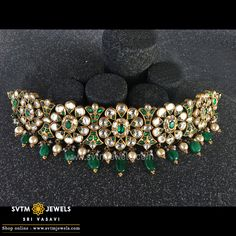 Jewelry OFF! This gold short necklace bedecked with emerald and ruby stones uncut diamond and south sea pearl. Antique Jewellery Designs, Gold Jewellery Design, Antique Jewelry, Rajputi Jewellery, Real Gold Jewelry, Pearl Jewelry, Indian Jewelry Sets, Necklace Designs, Wedding Jewelry