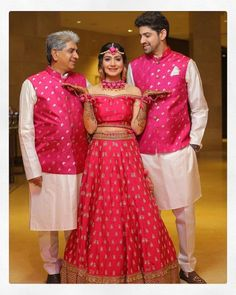 Best Mehendi Outfits for all brides to be. Couple Wedding Dress, Wedding Dresses Men Indian, Indian Bridal Outfits, Indian Gowns Dresses, Indian Bridal Fashion, Indian Designer Outfits, Bridal Lehenga Collection, Indian Wedding Photography Poses, Mehendi Outfits