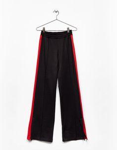 Pantalone largo fascia rossa - Novità - Bershka Italy