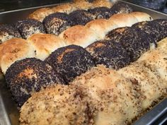 3erlei Buchteln mit Vanilleeis aus dem Dampfgarer #waskochen Bagel, Nutella, Bread, Food, Vanilla, Delicious Dishes, Easy Meals, Cooking Recipes, Health