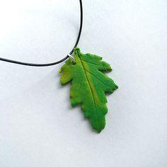 Μενταγιόν χειροποίητο πράσινο φύλλο / Handmade necklace pendant green leaf - Fluffy Bunny e-shop Fluffy Bunny, Green Leaves, Wreaths, Pendant, Decor, Decoration, Door Wreaths, Hang Tags, Pendants