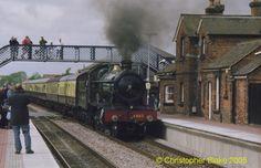 Rood Ashton Hall - Narborough railway station - Wikipedia