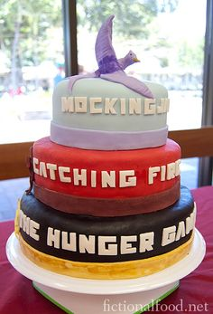 The Hunger Games Catching Fire MockingJay Cake Hunger Games Cake, Hunger Games Party, Hunger Games Catching Fire, Hunger Games Trilogy, Game Party, Fire Cake, Cooking For One, Mockingjay, Cute Cakes