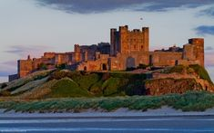 Travel, history and heritage information about Bamburgh Castle, a Castle in Northumberland, plus nearby accommodation and historic attractions to visit. Part of the Northumberland Travel Guide on Britain Express. We love British heritage! British Kingdom, Farne Islands, Castles To Visit, Castles In England, English Castles, Ancient Architecture, Revival Architecture, Medieval Castle, Beautiful Buildings