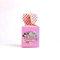LOL Surprise, Surprisebox! Putt noen gøye overraskelser i esken til bursdagsgjestene eller til dine egne barn som en glede i hverdagen! 6 stk i pakken. PS!Eskene har ingen innhold. Mål: 8.5*8.5*18.5