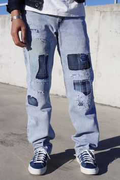 Thispair of authentic Levi's 501 jeans havebeen uniquely distressed, destroyed and repaired in Australia. Featuring sixshades of indigo, sashiko stitching, a