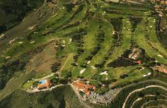 """En un entorno agreste, diseñado por el gran Mckenzie Ross, es un auténtico """"forest course"""" de juego estratégico."""