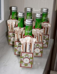 """...war ich bei folgender Bastelaktion. Meine Mutter wollte ihren 6 Kolleginnen zu Weihnachten ein kleine Flasche """"Hugo"""" (Picollo) mit eine..."""