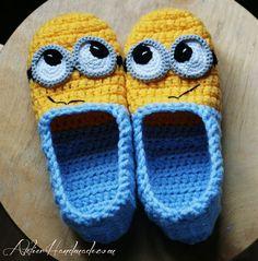 crochet minion slippers :D