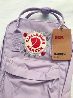 Mochila Kanken, Kanken Backpack, Cooler Rucksack, Embroidery On Clothes, Custom Embroidery, Floral Embroidery, Pink Kanken, Stylish School Bags, Aesthetic Backpack