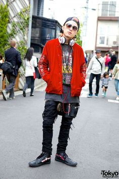 0f1ee49c3a72 Harajuku stylist in Blackmeans jacket and sunglasses