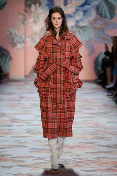 The complete Zimmermann Fall 2018 Ready-to-Wear fashion show now on Vogue Runway. Vogue Fashion, New York Fashion, Look Fashion, Runway Fashion, Tartan Mode, Autumn Winter Fashion, Fall Winter, Nyc Fall, Australian Fashion Designers