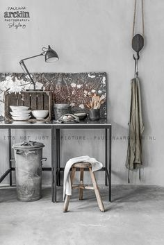 Znalezione obrazy dla zapytania loft tables styling for a photoshoot Industrial House, Industrial Chic, Atelier Loft, Warehouse Living, Snug Room, Urban Rustic, Workspace Design, Vintage Room, Dining Room Design