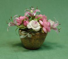 Dollhouse scale flower arrangement by barbplevan on Etsy
