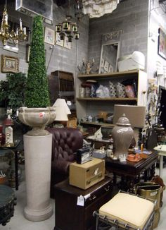 Amazing Millionaire Rejects, Lincoln Park, Chicago. A Popular Resale Shop That  Sells Upscale Consignment