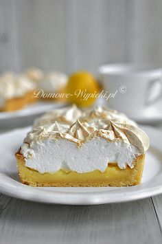 Zitronentarte mit Baiser This tart tastes wonderfully sweet and lemony-sour at the same time. A very good combination of crunchy shortbread, lemon curd and meringue …. Lemon meringue pieMeringue cake with lemonMeringue cake with lemon Lemon Dessert Recipes, Homemade Cake Recipes, Lemon Recipes, Easter Recipes, No Bake Desserts, Cookie Recipes, Lemon Yogurt, Lemon Curd, Tart Taste