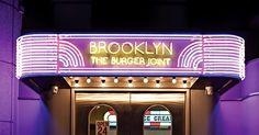 개성을 가진 상점이 늘어난 것만큼 독특한 디자인의 간판도 늘었다. 길을 걷다 우연히 마주친 예쁜 간판들. 밤에 보면 더 예쁘다. 몽환적인 분위기를 주는 네온사인. 브루클린 더버거조인트  1980년대 미국 브루클린의 햄버거 가게를 서울시 신사동에 그대로 옮겨놓았다. 화려하면서 다소 촌스러운 것이 매력.