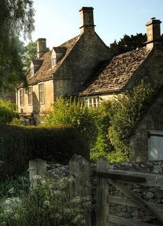 COUNTRY HOME, Cotswold cottage, England photographed by Charlotte Morse.