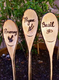 Rustic Herb & Vegetable Garden Signs, Woodburned Markers - Hear is a lovely idea for plant markers. Wooden spoons are in expensive, and they can also be written on with permanent marker! Or you can get fancy like this with a wood burner! Garden Crafts, Garden Projects, Garden Art, Herb Garden, Herb Markers, Plant Markers, Container Gardening, Gardening Tips, Vegetable Gardening