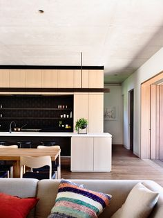 // In-Situ House Toorak, Vic by Rob Kennon Architects.  Photography by Derek Swalwell. Landscape Design by Fiona Brockhoff