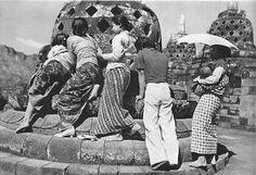 Stupa Candi Borobudur , 1937/1938 Bali, Borobudur Temple, Buddhist Symbols, Emotional Photography, Dutch East Indies, Yogyakarta, Countries Of The World, Aerial View, Old Pictures