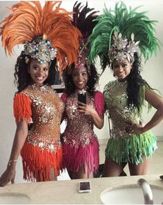 Carnaval Costume ideasYou can find Carnival costumes and more on our website. Carnival Outfit Carribean, Caribbean Carnival Costumes, Diy Carnival, Brazil Carnival, Carnival Themes, Rio Carnival Costumes, Carnival Fashion, Carnival Outfits, Festival Wear