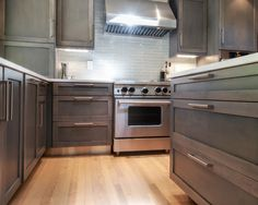 Modern Kitchen Design Ideas, Kitchen Photos, Makeovers and Decor Stained Kitchen Cabinets, Maple Cabinets, White Kitchen Cabinets, Kitchen Dining, Kitchen Decor, Kitchen Appliances, Kitchens, Kitchen Models, Countertop Materials