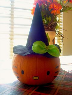 Hello Kitty Halloween Pumpkin nO Carving designs, pumpkin painting idea Halloween Birthday, Holidays Halloween, Halloween Crafts, Holiday Crafts, Happy Halloween, Halloween Decorations, Halloween Activities, Fall Decorations, Halloween Ideas