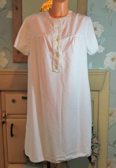 Vintage white Victorian style sissy lace nightgown nightshirt nightie L/XL 13517