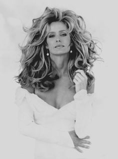 Farrah Fawcett, she was so beautiful and I love her hair here. Of course, I always did love her hair Farrah Fawcett, Beauty And Fashion, Hollywood, Glamour, Great Hair, Timeless Beauty, Classic Beauty, Big Hair, Gorgeous Hair