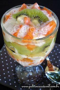 #BomDia! Bora fazer essa Salada de Frutas com Creme de Iogurte para o café da manhã? É perfeita pois mata aquela vontadezinha de comer doce!  #Receita aqui: http://www.gulosoesaudavel.com.br/2012/10/23/salada-frutas-creme-iogurte/