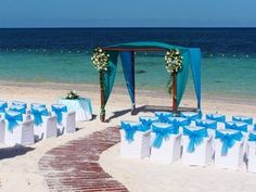 If you are preparing for your wedding on the beach, look closely at these photos! We offer you eautiful and cute blue beach wedding ideas. Simple Beach Wedding, Romantic Beach, Beach Fun, Beautiful Beach, Beach Ideas, Beach Trip, Perfect Wedding, Wedding Tips, Wedding Ceremony