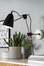 Ellos Home Vegglampe Preston Svart/messing - Vegglamper Dusty Pink Bedroom, Pink Bedroom Walls, Beautiful Interior Design, Home Interior Design, Scandinavian Lamps, Home Office, All Of The Lights, Expensive Houses, Home Lighting