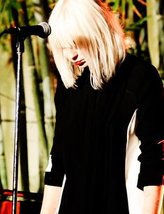 sia breathe me | Sia performed 'Chandelier', 'Big Girls Cry' & 'Breathe Me' at ...
